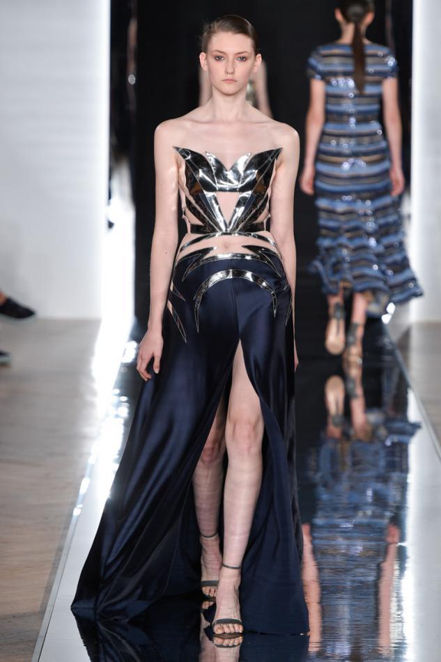 В рамках проходящей Недели моды в Париже состоялся показ новой коллекции  Валентина Юдашкина. Собрав зрителей гостей в отеле The Westin Paris, сам  автор при ... 549db293465